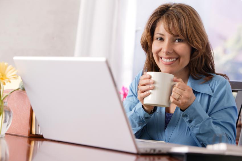 Entspannte_Frau_am_Laptop